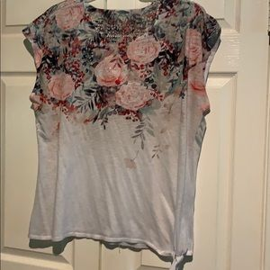 Cap sleeves punish florals on white tee top